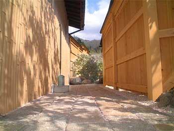飛騨高山・奥飛騨温泉郷「お宿のざわ」の貸切露天風呂への道